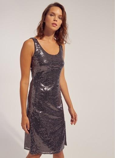 Monamoda Yırtmaç Detaylı Payetli Elbise Antrasit